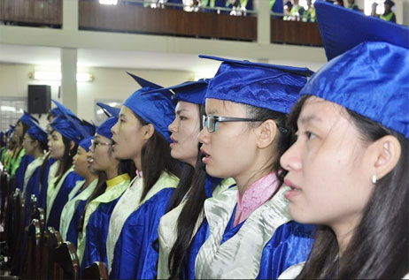 Doanh nghiệp có hàng ngàn cử nhân đại học làm công nhân
